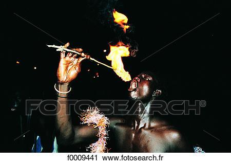 sénégal-saly-cracheur-feu-banques-de-photographies__f0009441